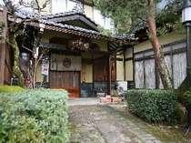 どこか懐かしいたたずまい。飛騨高山観光にはとっても便利な民宿 岩田館です。