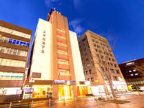 繁華街まで徒歩3分。小倉駅まで徒歩30秒。ビジネスの拠点や小倉観光にぜひご宿泊ください♪