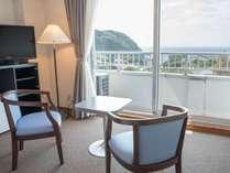 *洋室/広々とした洋室では海をながめながら旅の疲れを癒してください。