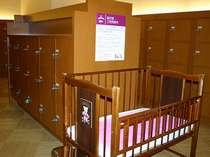 ■華咲の湯/各大浴場・更衣室には「ベビーベット」、鍵付きロッカーがございます