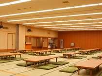 華咲の湯【大広間「天竜」】 畳敷きの大広間。親子プレイルームやTVもご覧頂けます