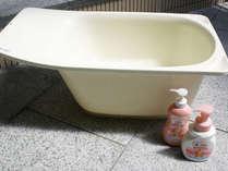 【ベビーバスグッズ】各大浴場に設置。お部屋への貸し出しも可能(台数制限あり)