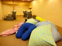 【華咲の湯内「女性専用休憩室」】女性専用の休憩室。人気のビーズソファで、の~んびりお過ごしください。