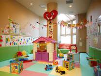 【華咲の湯内「キッズスペース」】お子様向けのおもちゃなどがあります。親子で一緒にお楽しみください♪