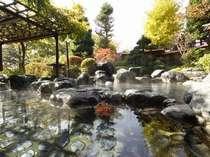 ★初秋の露天風呂。高い空を見上げて、ほっと一息。