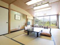 【和室】谷川連峰側に面した和室。昭和レトロを感じるたたずまい。