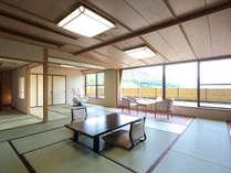 【特別室】12.5畳+8畳の二間続きのお部屋はふすまで仕切る事が出来ます。檜の内風呂とマッサージチェアー付