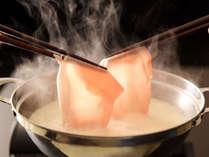 【豆乳しゃぶしゃぶ】さっと豆乳にくぐらせて食べる柔らかなお肉は絶品です。