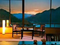 """■湖側 広め和室14畳■猿ヶ京でNo1の極上景色がそこに──…。丘に立つ当館ならでは""""湖の景色を一望"""""""
