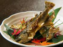 ■料理一例■渓流魚の焼き魚。群馬は渓流魚の生産が盛ん!三国の清流で育つ魚は肝まで味わえる♪