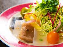 ■料理一例■蒟蒻四種と高原野菜のサラダ。
