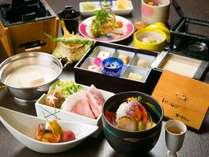 ホテル内の工場で毎朝作られる天然にがりの自家製豆腐と旬の食材を板前の技でアレンジした夕食、豆富懐石