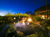 日本庭園を囲む【藤棚】がキレイな自慢の源泉を豊富に使った大露天風呂でいやしのひと時♪