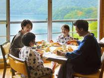 ■朝食イメージ■湖を眺めながら楽しいモーニングタイム♪