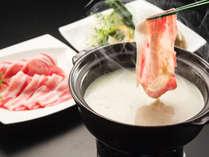 ■料理一例■豆乳しゃぶしゃぶイメージ。毎朝つくる出来立て豆乳と鶏がらスープを合わせた御出汁で。