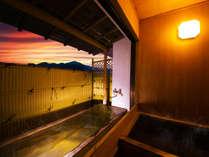 ■最上階の貴賓室-蓬莱-■檜の内風呂でのんびりとしたひと時を──…。