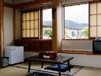 湯治部の和室(例)。すっきりと清潔に整頓されたシンプルな造り(キッチン無)