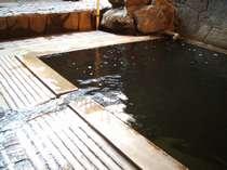 混浴「いさぜんの湯」。敷地内で自噴する新陳代謝を高める名湯。デトックス効果も!?
