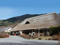 日本国内最大級の茅葺き屋根を誇る本館