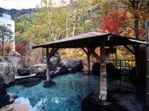 【5階 秋の峡谷露天風呂】四季折々の風情が楽しめます。当館自慢のお湯をお楽しみ下さい。