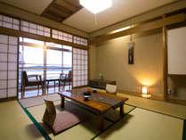夕食お部屋食■遠くに七尾湾を望む和室10畳■液晶テレビ、冷蔵庫、ポット。Wi-Fi。