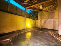 ■露天風呂■その昔、一羽の鷺が海の上で羽を休めて傷を癒していたと言い伝えられている開湯1200年の温泉