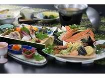 お造り四種盛り、かにすき鍋、鯛の黄身焼など、冬の味覚を華やかに! 華プラン!