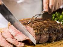 ワールドビュッフェディナー/シェフが目の前で料理するパフォーマンスをお楽しみ下さい。