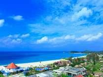那覇空港から車で約1時間40分かけてたどり着く、ここは、本島屈指のプライベートリゾート