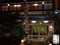 名物七っの外湯巡りの温泉街ど真ん中。大和屋・やまとやの両方を使っています。