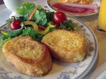 ■朝食での人気メニュー『フレンチトースト』