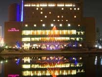 イルミネーション時期の幻想的に輝くホテル