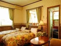 テラス露天風呂付特別室には32インチTVやコーヒー紅茶、バスローブも完備