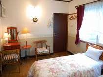 大きな窓の明るいカド部屋ツインルーム