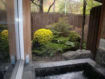 秋の彩りを感じながら貸切り露天風呂を満喫♪