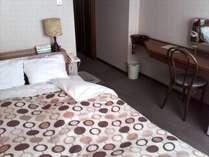 コンパクトセミダブル(16平米):シングルのお部屋にセミダブルベッド
