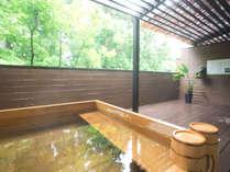 総檜の露天風呂(男湯)