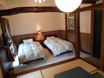 和洋室一例ツイン+4.5畳の畳の間 3名様~はお布団を敷いてお休みいただきます