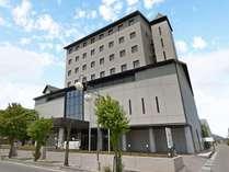 【ホテル外観】宿泊だけではなく宴会場・チャペルもある上伊那地域で最大級のシティホテルです。