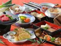 信州牛や松本一本ねぎ、信州そば、りんごの天ぷら、きのこ釜めしなど信州の味覚がずらり。