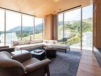 【ペントハウス】高級家具を配した贅沢な設えです。