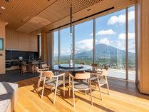 【ペントハウス】ホテル最上階!大きな窓から望む羊蹄山は絶景です。