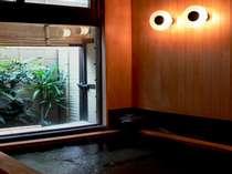 *天然温泉の檜風呂(男女1箇所ずつ)。檜の香り漂う心地良い空間♪