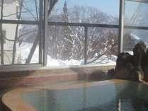 雪景色を望む男湯