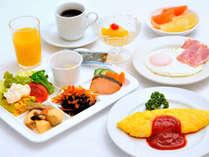 朝食は目玉焼きかオムレツを作り立てでお召し上がり頂けます♪