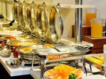 地元千葉で取れた新鮮野菜、ボリューム満点の洋食や中華など、和洋折衷に富んだ大人気の朝食バイキング。