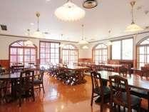 広々した開放感のある食堂