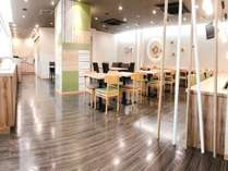 ◆【レストラン会場】『HATAGO』木のぬくもりを感じるオシャレな雰囲気に生まれ変わりました♪