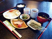 【朝食】温かいお味噌汁にご飯がほっこり嬉しい。