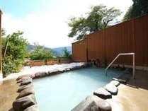展望露天風呂からは山々の景色をお楽しみいただけます。